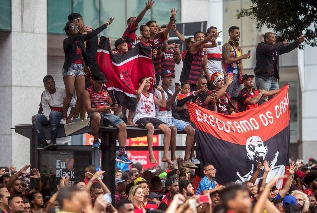 Foto AFP   Desde cualquier lugar los aficionados de Flamengo no se perdieron la celebración este domingo