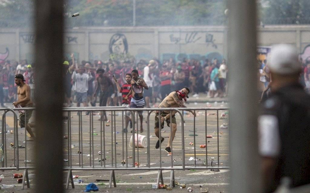 Foto AFP   La Policía se vio en la necesidad de lanzar bombas lacrimógenas