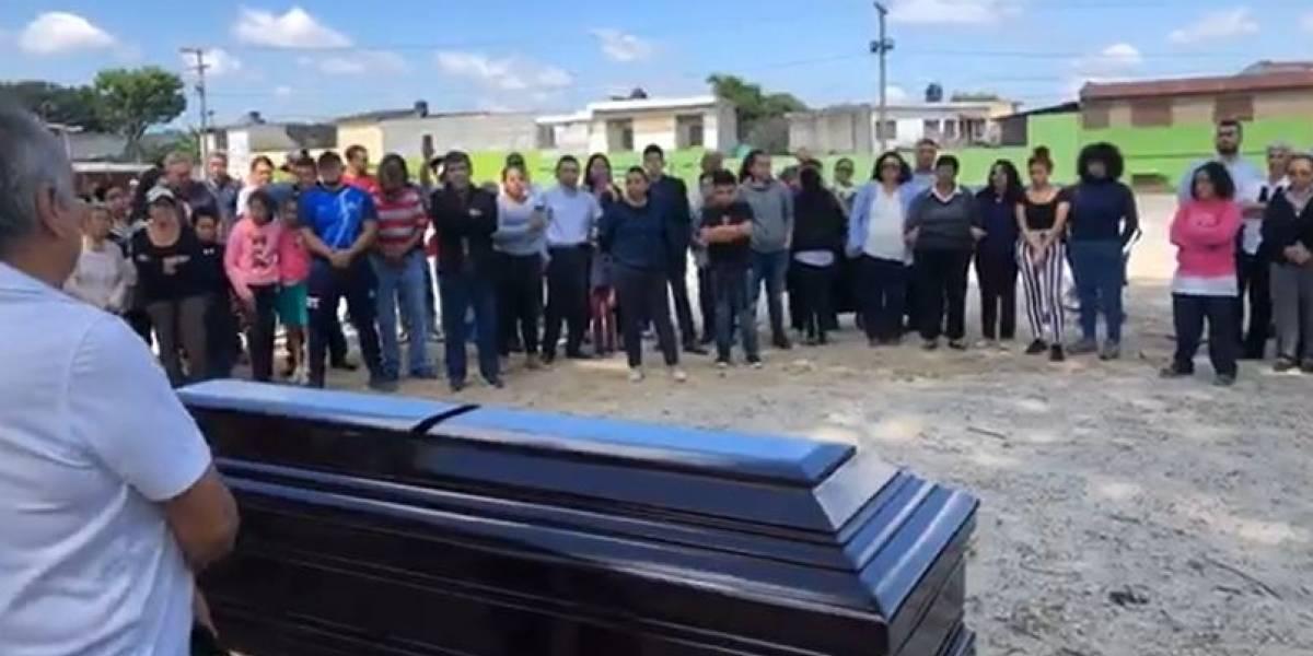 """VIDEO. Proyecto 4-3 le da el último adiós a Eduardo """"Guayito"""" de León"""