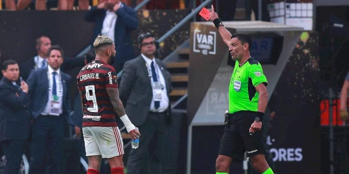 """Histórico referí argentino felicitó al chileno Roberto Tobar: """"Es el mejor árbitro sudamericano actual"""""""
