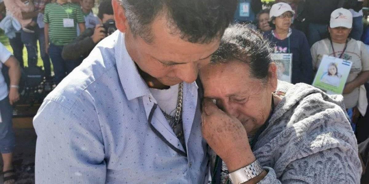 Mujer hondureña se reencuentra con su hijo en Querétaro tras 32 años sin verse