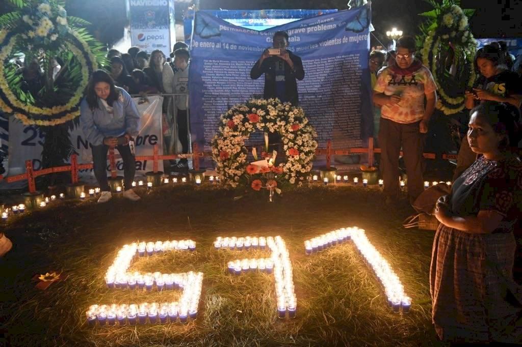 Altar realizado en el Parque Central en conmemoración a las mujeres que han muerto violentamente