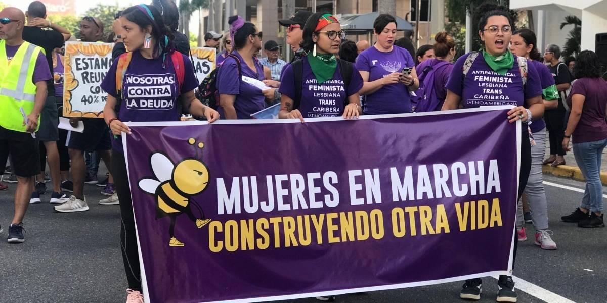 Mujeres caminan 10k hasta La Fortaleza en contra de la violencia machista
