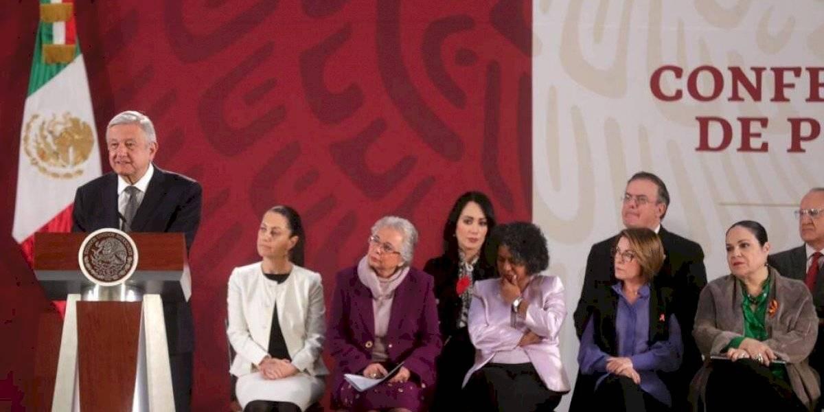Debemos sumarnos todos para evitar la violencia contra las mujeres: AMLO