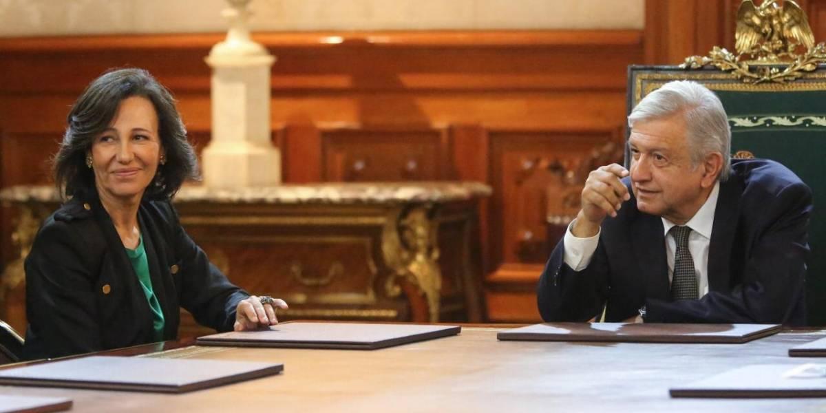 A partir de este martes, Santander no cobrará comisiones por remesas: AMLO