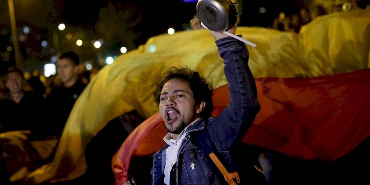 """Senador colombiano en medio de la crisis social: """"La situación en Chile claro que ha influido en las protestas en Colombia"""""""
