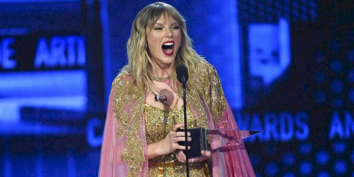 Taylor Swift rompió el récord histórico de Michael Jackson y se transformó en la artista más premiada de los American Music Awards