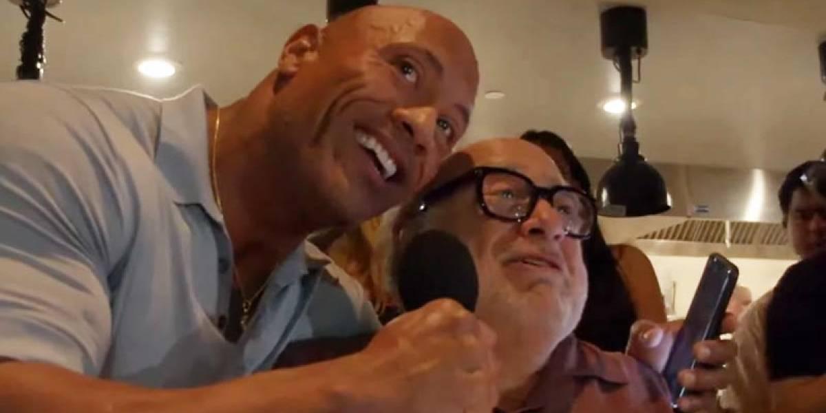 EN VIDEO Dwayne Johnson y Danny DeVito irrumpieron sorpresivamente en una boda