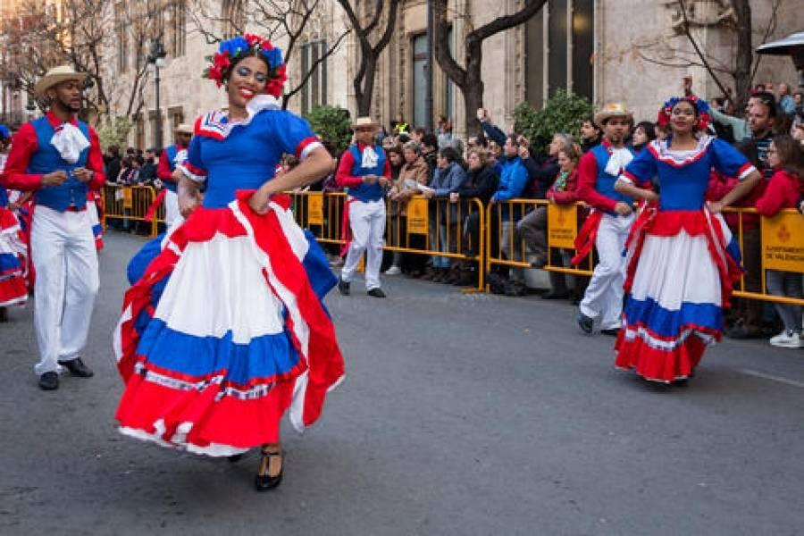 Nuestra historia danza a ritmo de merengue   Metro Republica Dominicana