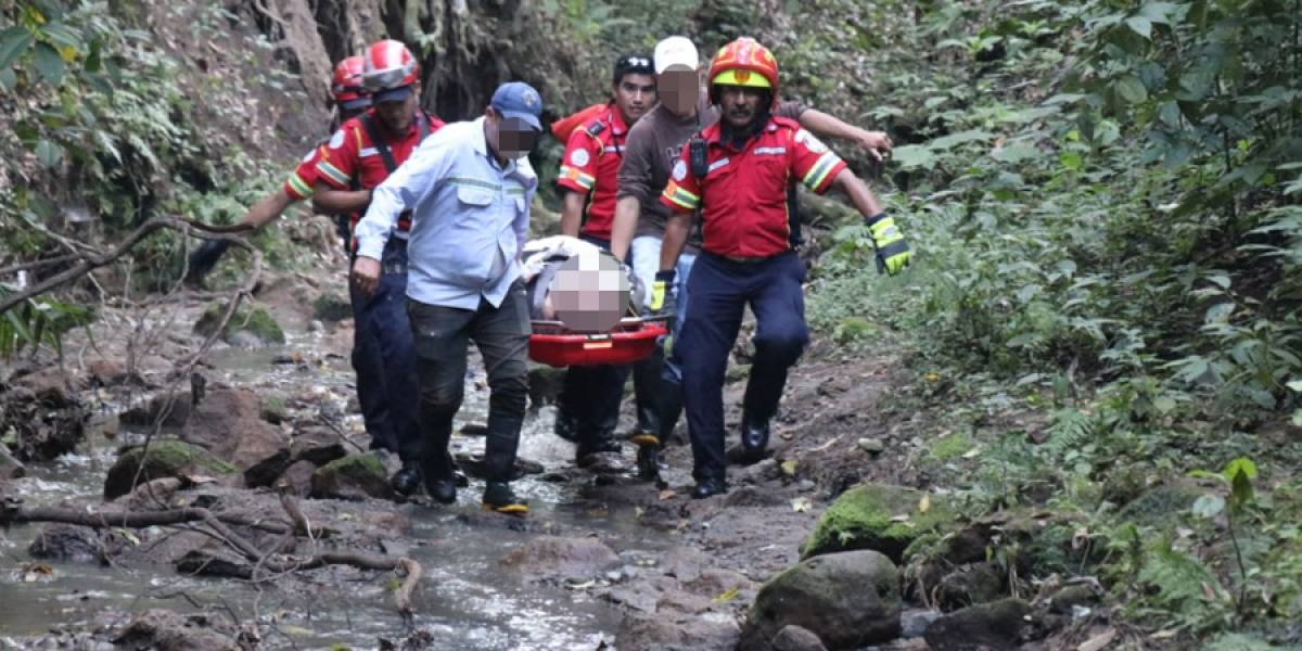 Rescatan a mujer que cayó en barranco de parque ecológico en zona 5