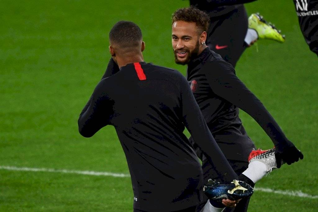 Vete al Barça le gritan a Neymar