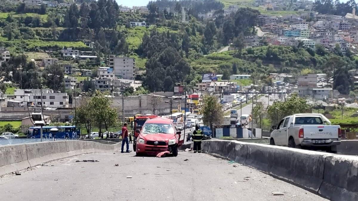 Accidente de tránsito en el puente de Guajaló, sur de Quito - Cortesía