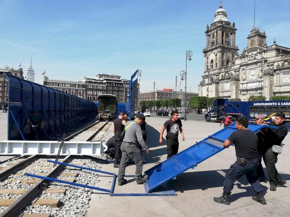 Blindan tren en el Zócalo