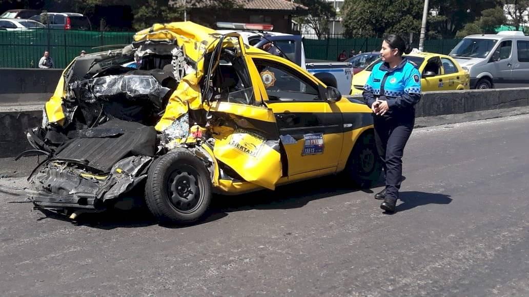 Accidente de tránsito en el puente de Guajaló - Cortesía