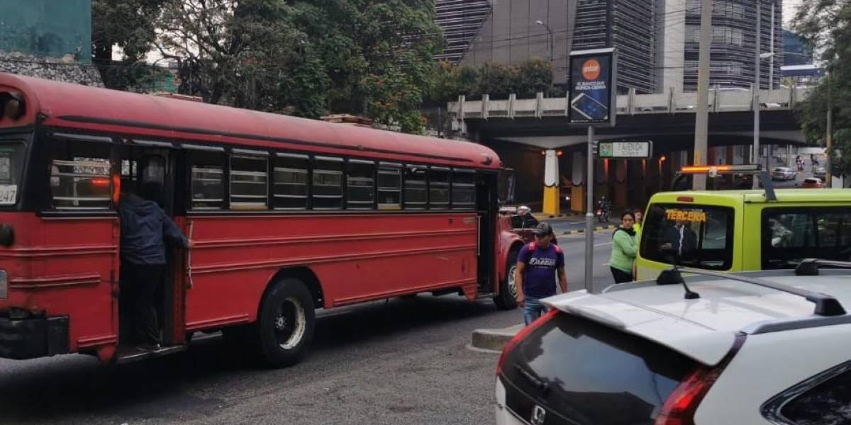 Presunto extorsionista dispara en autobús y hiere a pasajera en zona 5