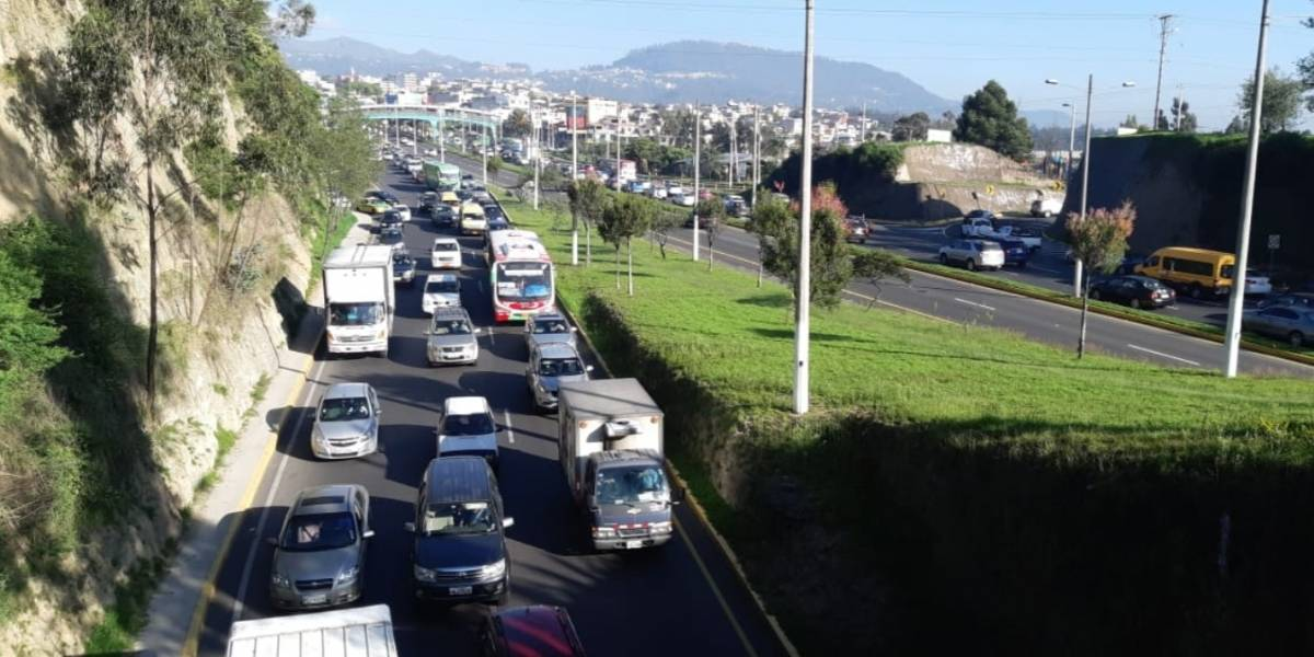 26 de noviembre: Carga vehicular pesada sobre la Autopista General Rumiñahui por accidente de tránsito