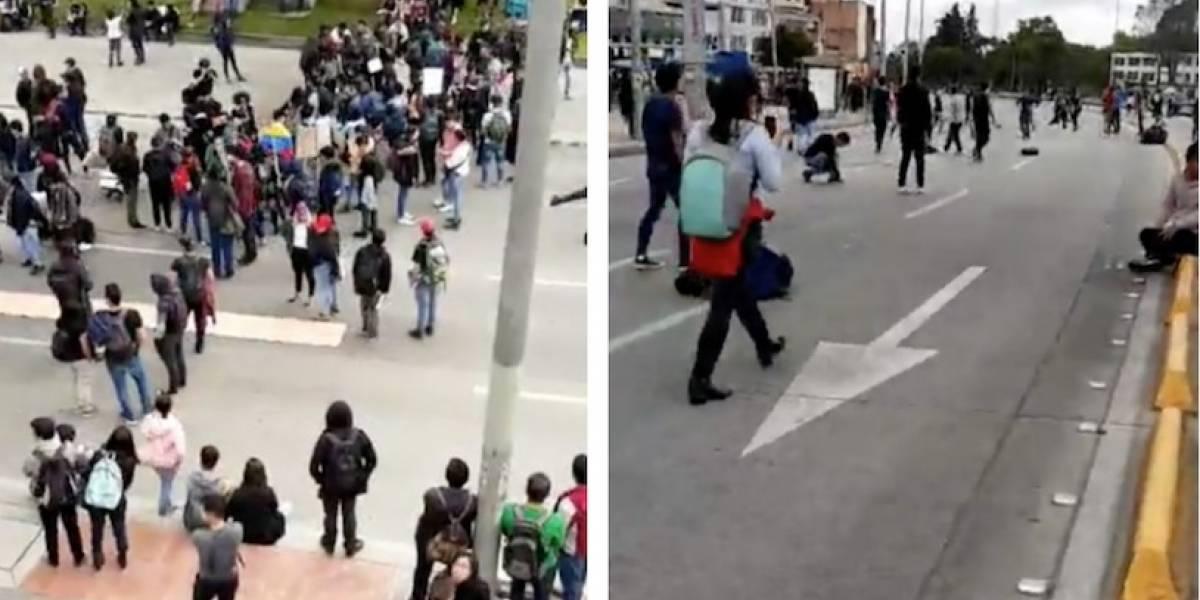 (VIDEO) Con partido de fútbol estudiantes continuaron la protesta en plena calle 26, en Bogotá