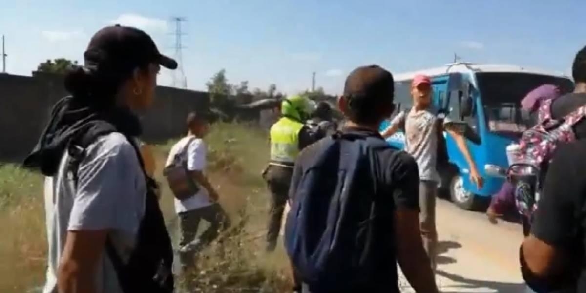 Indagan si un policía de civil disparó al aire en medio de protesta en Barranquilla