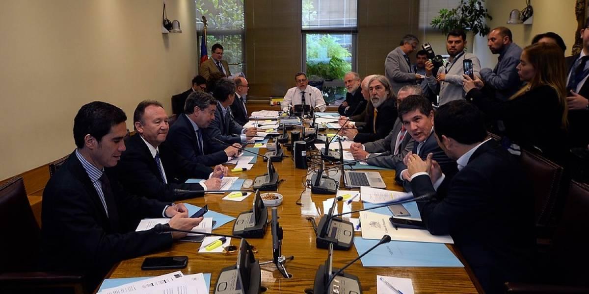 """Comisión mixta del Congreso ya revisa Presupuesto 2020 y Hacienda insiste en que """"no disponemos de más recursos"""" para mejorar acuerdo por pensión básica"""