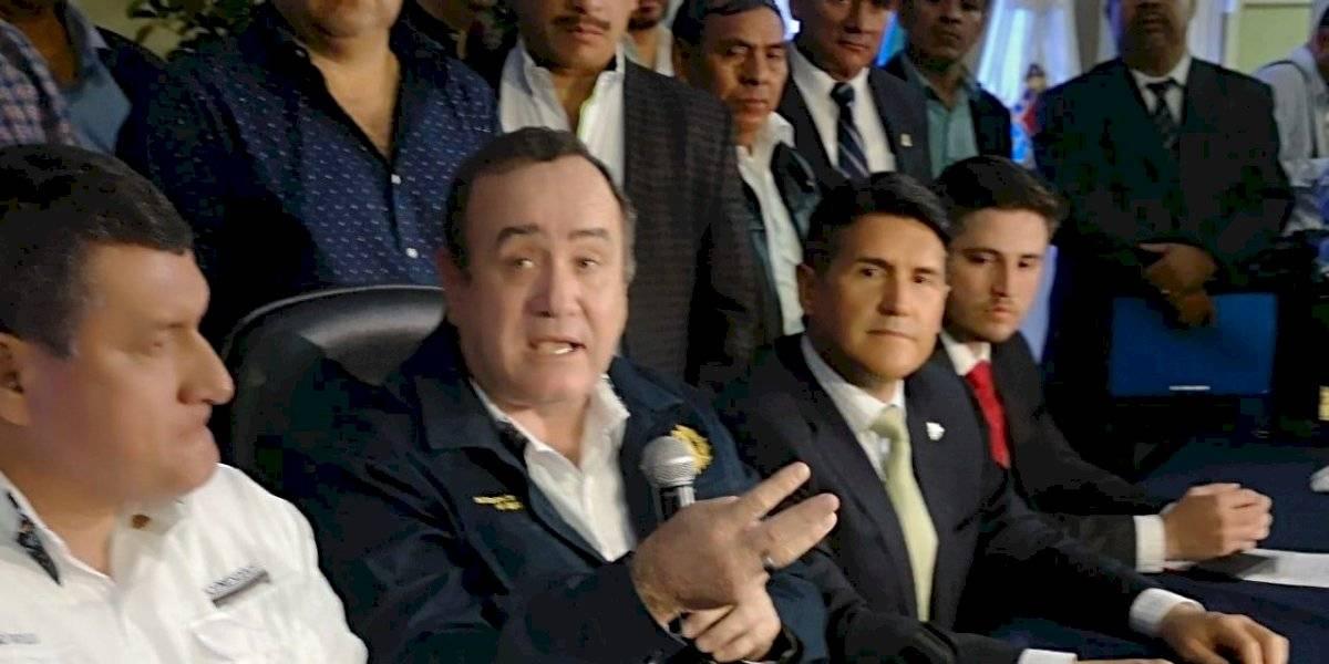 """Giammattei: """"Vamos a entregarle varios aeropuertos a las municipalidades"""""""