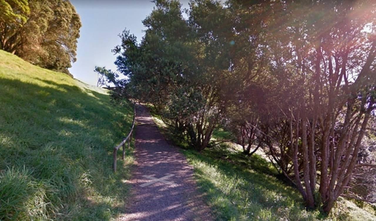 """Google Maps registra una misteriosa """"mancha"""" un vía solitaria y se viraliza"""