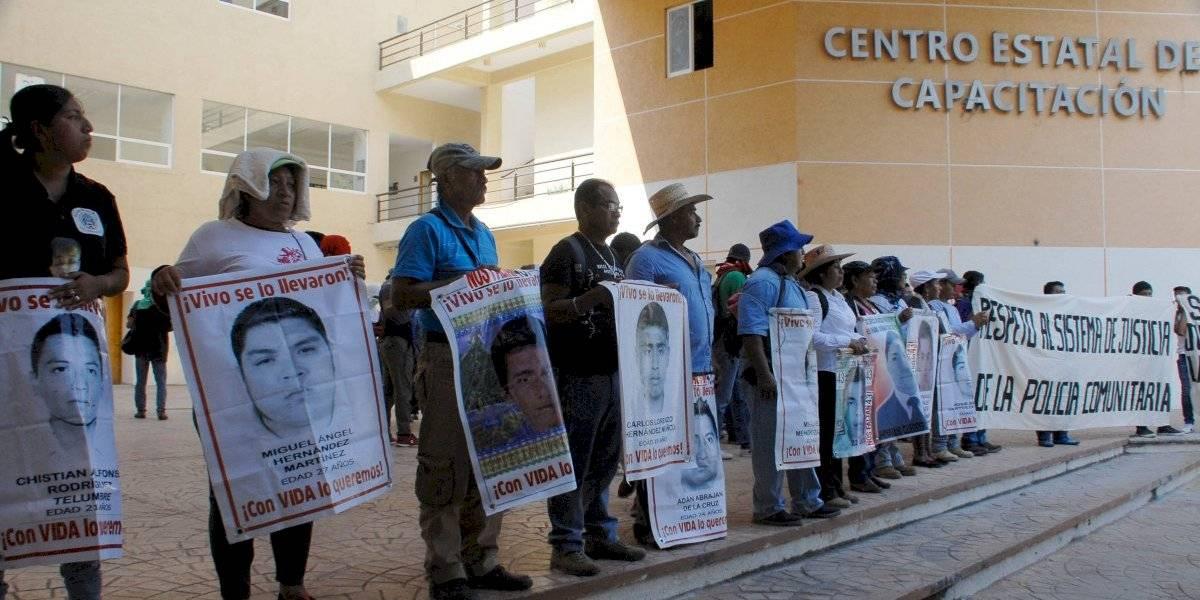 Padres de los 43 harán gira por normales rurales de México