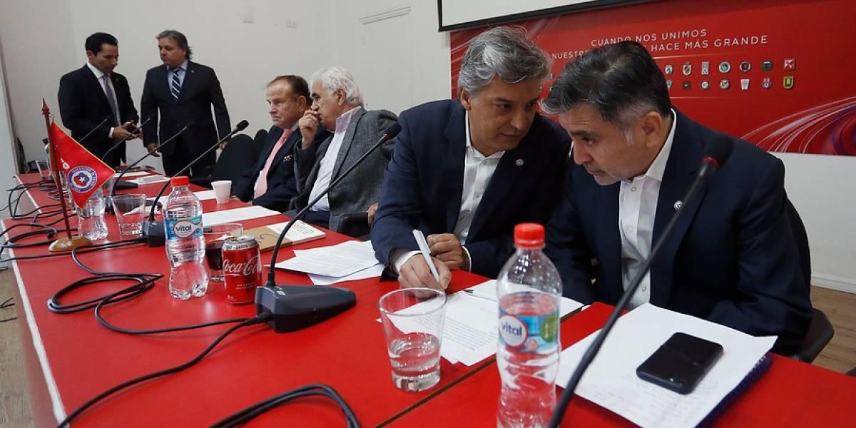 El Consejo de Presidentes busca convencer a los ocho díscolos para destrabar el fútbol chileno