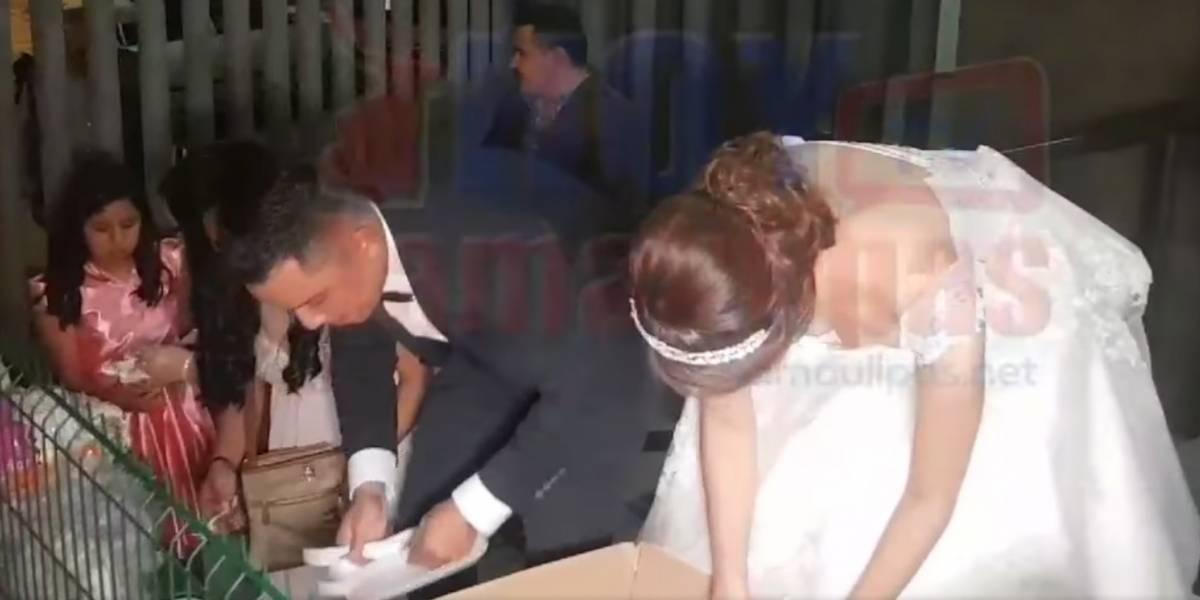 (VIDEO) Recién casados decidieron repartir banquete de su fiesta en hospital infantil