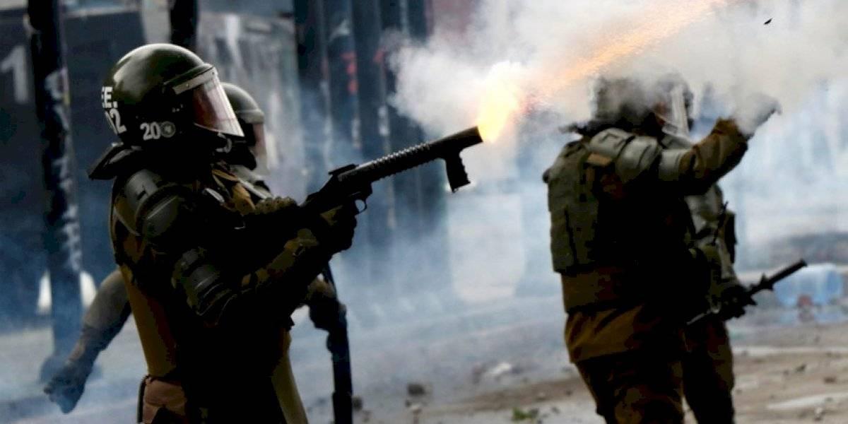 """Disuasivos acústicos y gas pimienta: la línea de """"nuevas armas no letales"""" que evalúa el Gobierno para que carabineros enfrente las manifestaciones"""