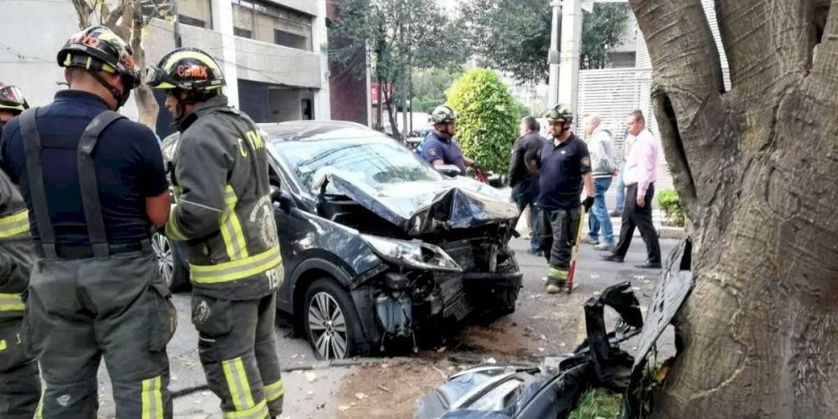 Choque en la Nápoles deja dos heridos y varios autos dañados