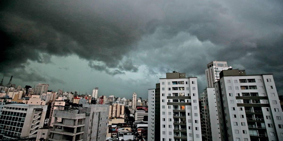 Defesa Civil alerta para chuvas fortes em São Paulo até quarta-feira