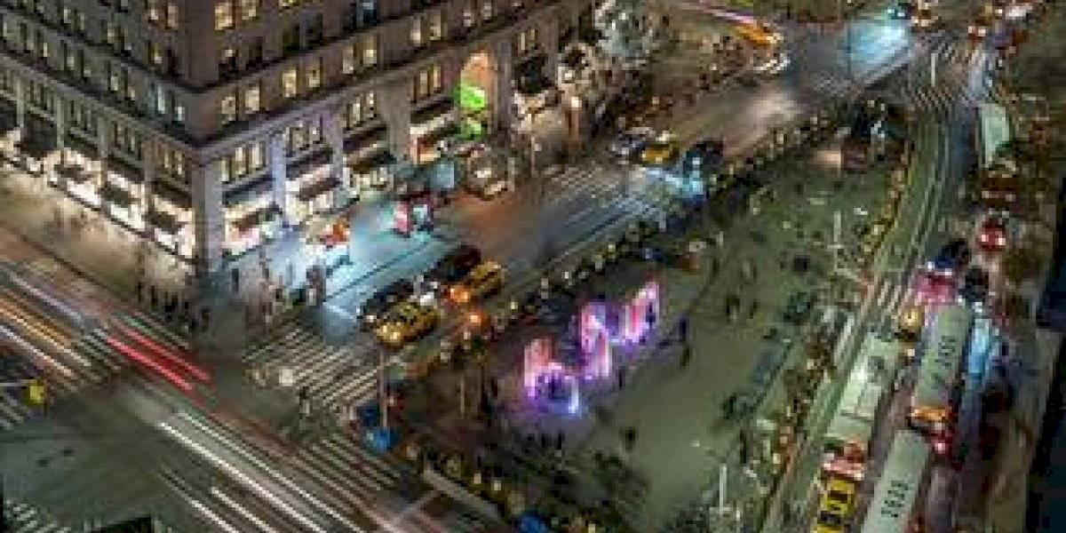 Colorido faro caleidoscópico adorna Nueva York