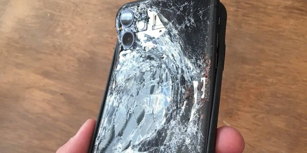 iPhone 11 salva dedo de persona al recibir impacto de una bomba lacrimógena