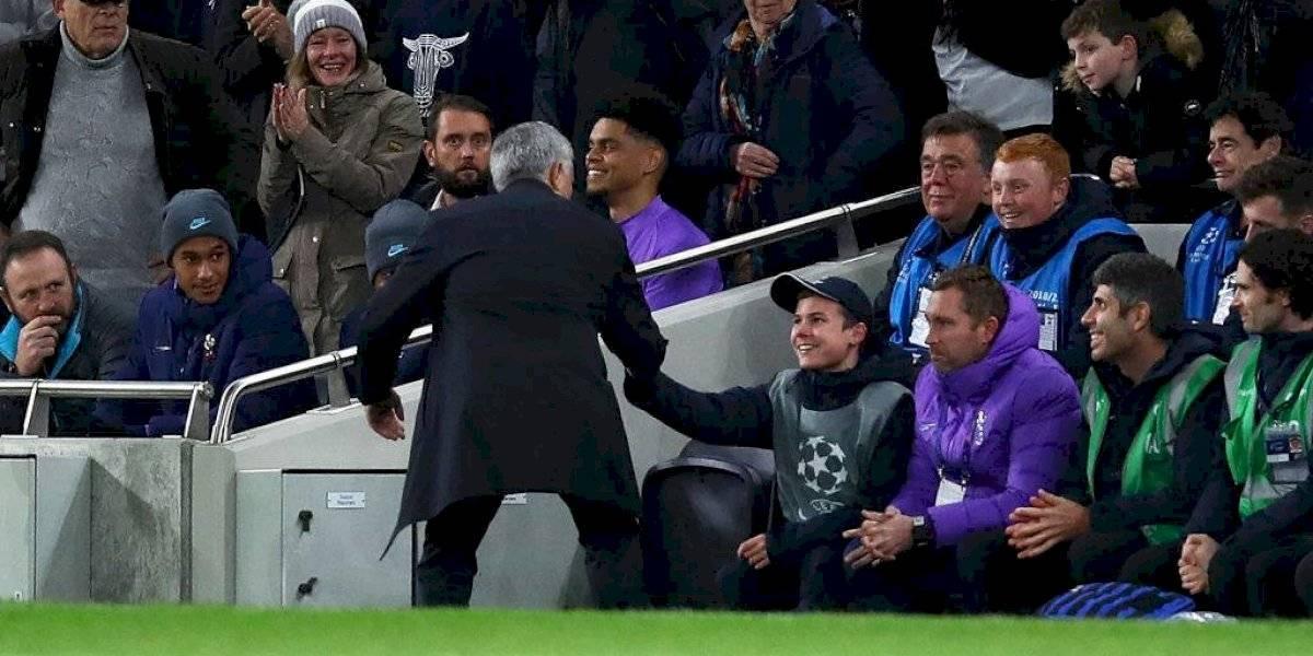 """""""Dio un pase decisivo"""": Mourinho felicitó a un pasapelota por apurar un lateral que significó un gol del Tottenham"""