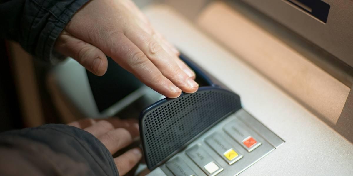 Manter conta no banco e cartão de crédito custa R$ 715 por ano
