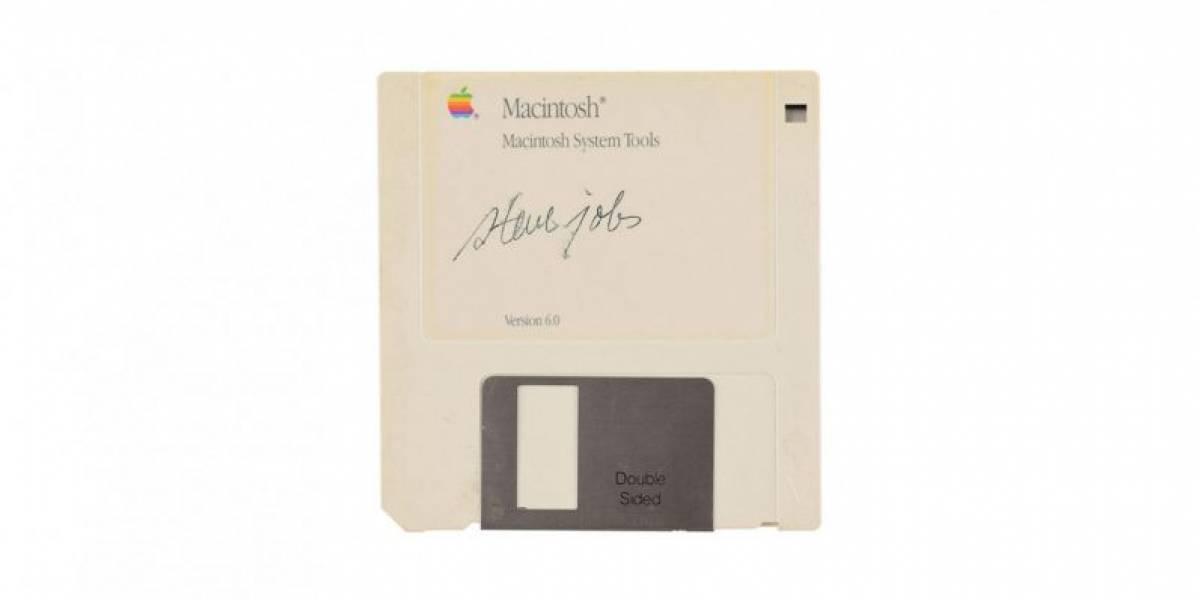 No creerás por cuánto están vendiendo un diskette firmado por Steve Jobs