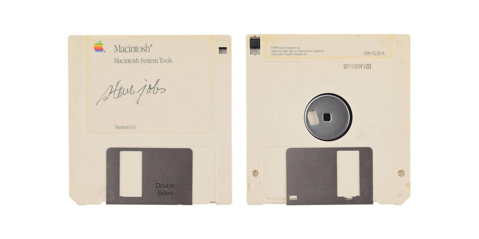 Subastan una pieza icónica de Apple con la firma de Steve Jobs