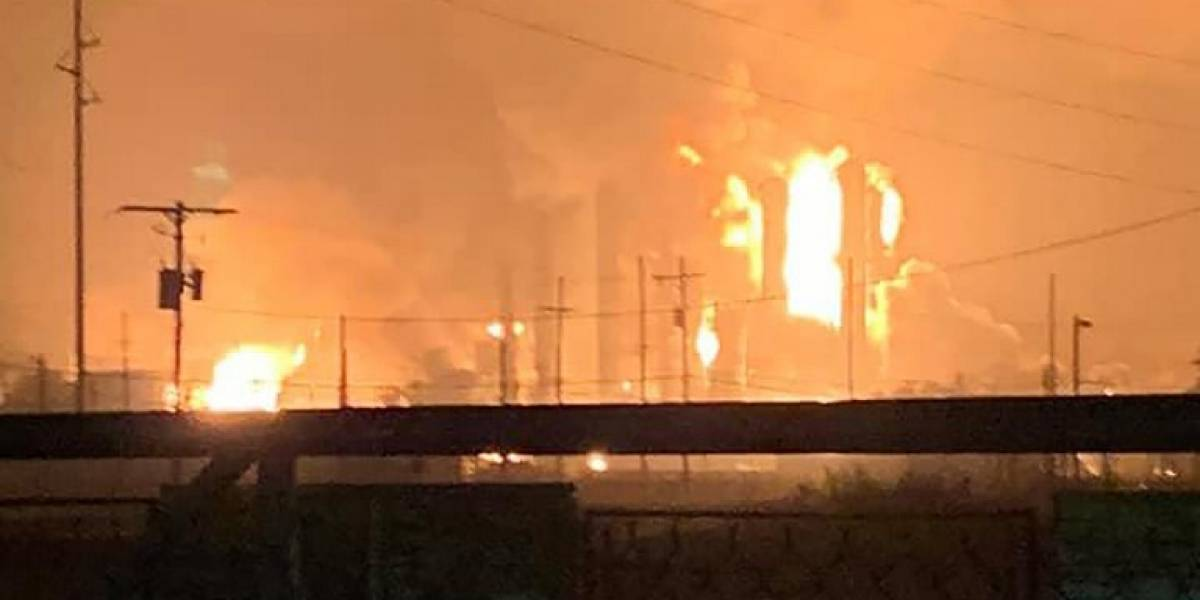 VIDEOS. Fuerte explosión en planta petroquímica de Texas