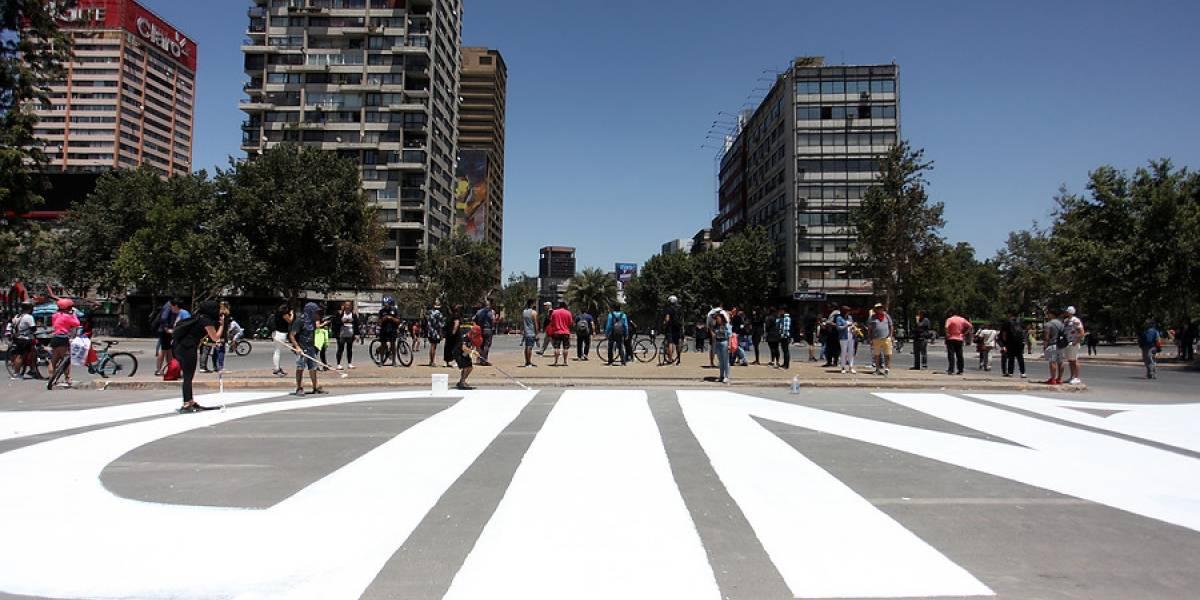 """""""Este es el Chile que queremos"""": la historia del celular perdido en la """"Plaza de la Dignidad"""" que llegó donde su dueño gracias a la solidaridad de las redes sociales"""