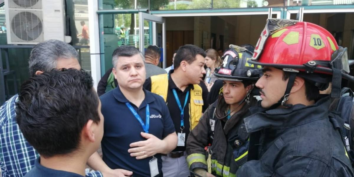 Monóxido de carbono afectó a 28 funcionarios de la Clínica Vespucio