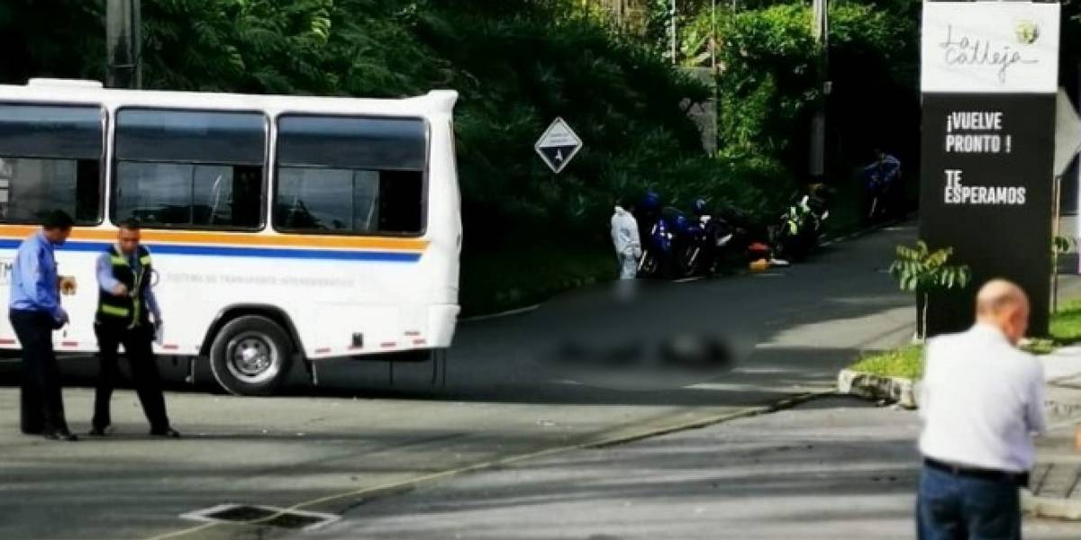Mientras se bajaba de un bus de servicio público, hombre fue arrollado por otro bus