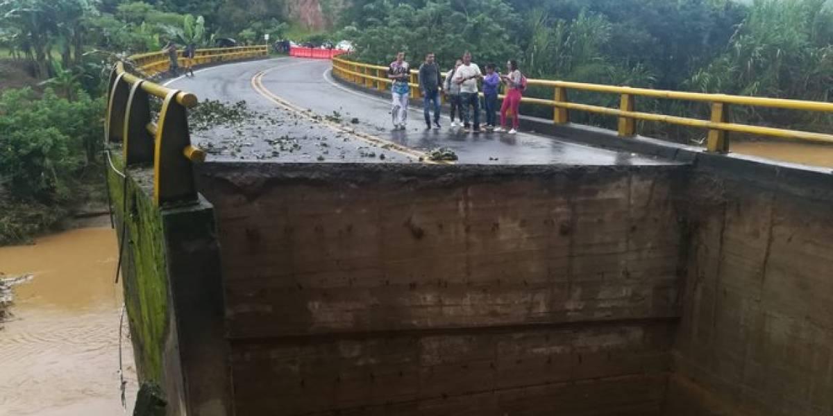 ¡Atención! Un puente en Antioquia se parte por la mitad