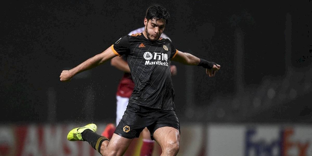 Raúl Jiménez brilla y le da pase a los Wolves en la Europa League