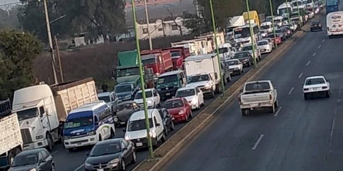Recicladores toman autopista en dos sentidos como protesta