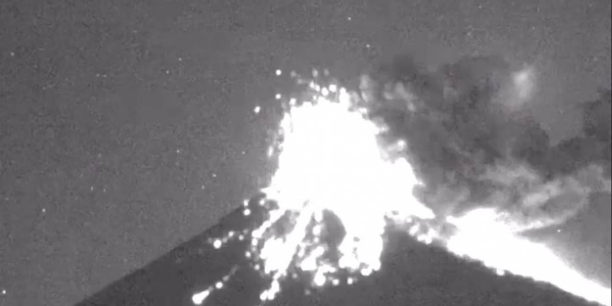 Reportan explosión del Popocatépetl con emisión de fragmentos incandescentes
