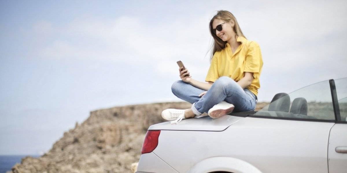Cómo desenmascarar a alguien que se toma fotos con autos y en viajes sólo para obtener seguidores