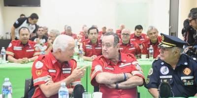 presidente electo Alejandro Giammattei se reúne con bomberos
