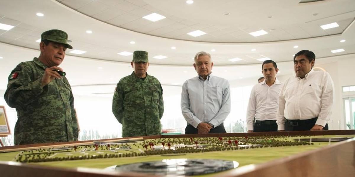 Supervisa López Obrador construcción de fábrica de armas en Puebla