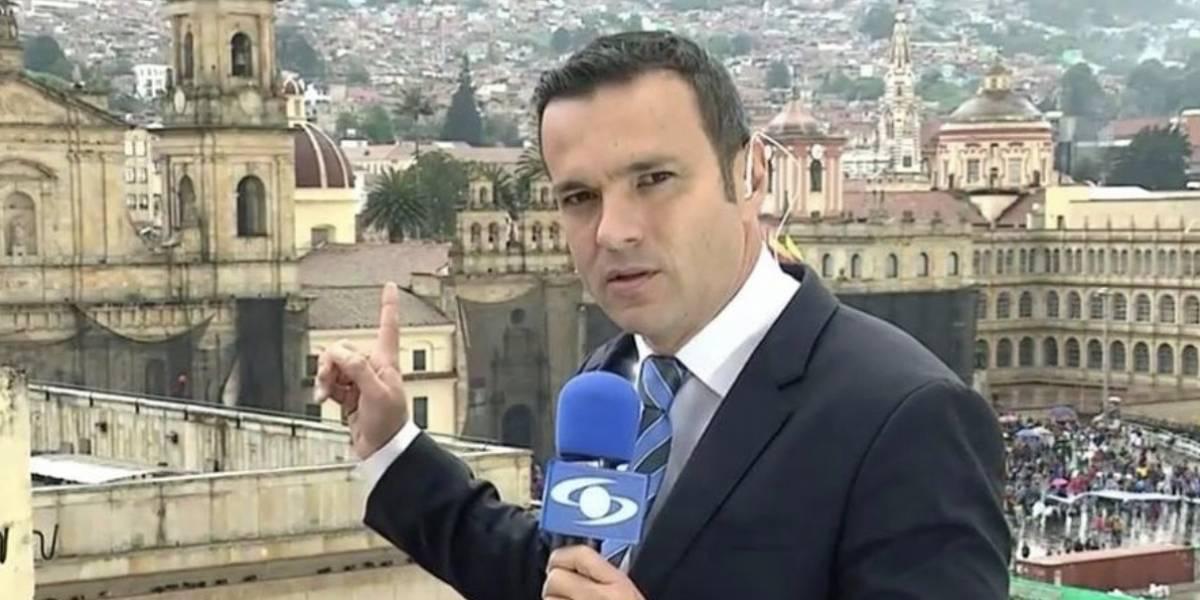 """Las críticas a Juan Diego Alvira por """"exceso"""" de maquillaje que le ponen para presentar 'Noticias Caracol'"""