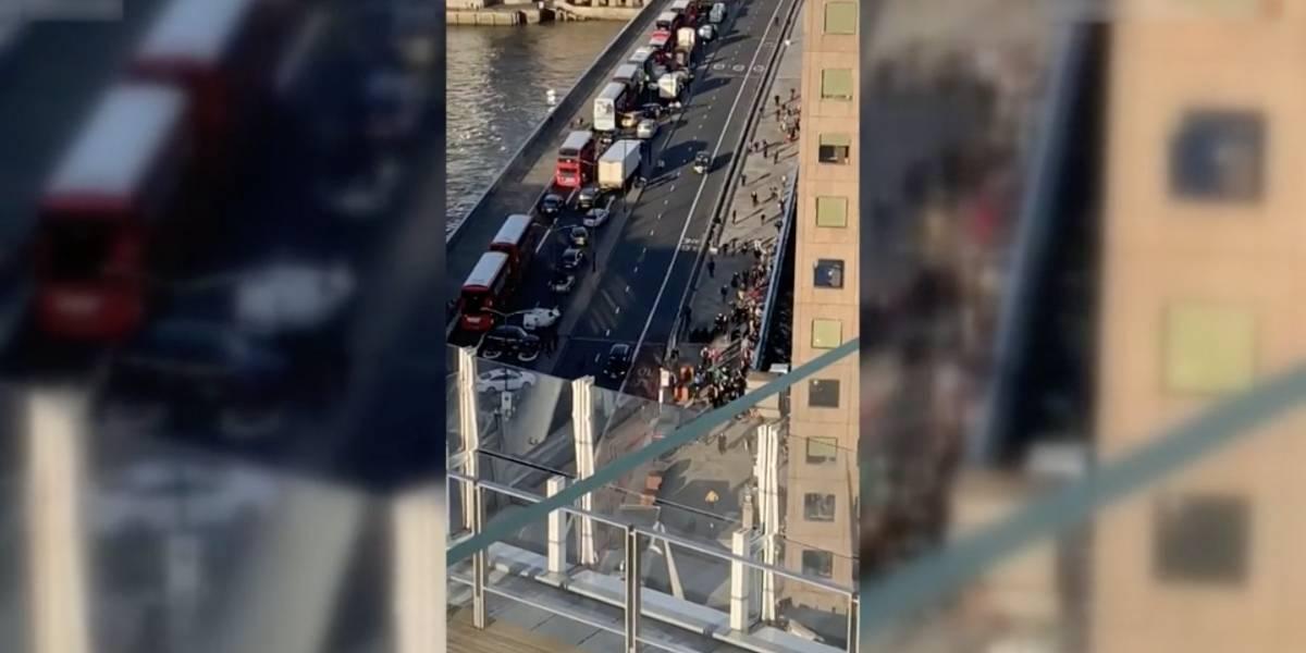Homem é morto pela polícia após esfaquear pessoas em ponte de Londres; duas vítimas faleceram